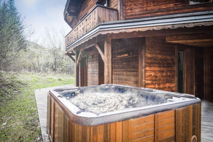 Vacances en montagne Chalet Léa - La Tania - Extérieur été