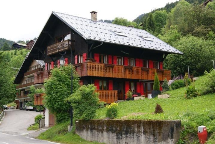 Vacaciones en montaña Chalet les Pivottes - Châtel - Verano