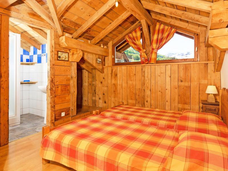 Vacances en montagne Chalet Levassaix - Les Menuires - Chambre mansardée