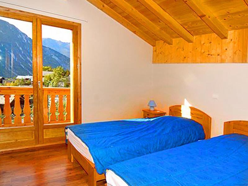 Holiday in mountain resort Chalet Paradis de St Martin - Saint Martin de Belleville - Bedroom under mansard