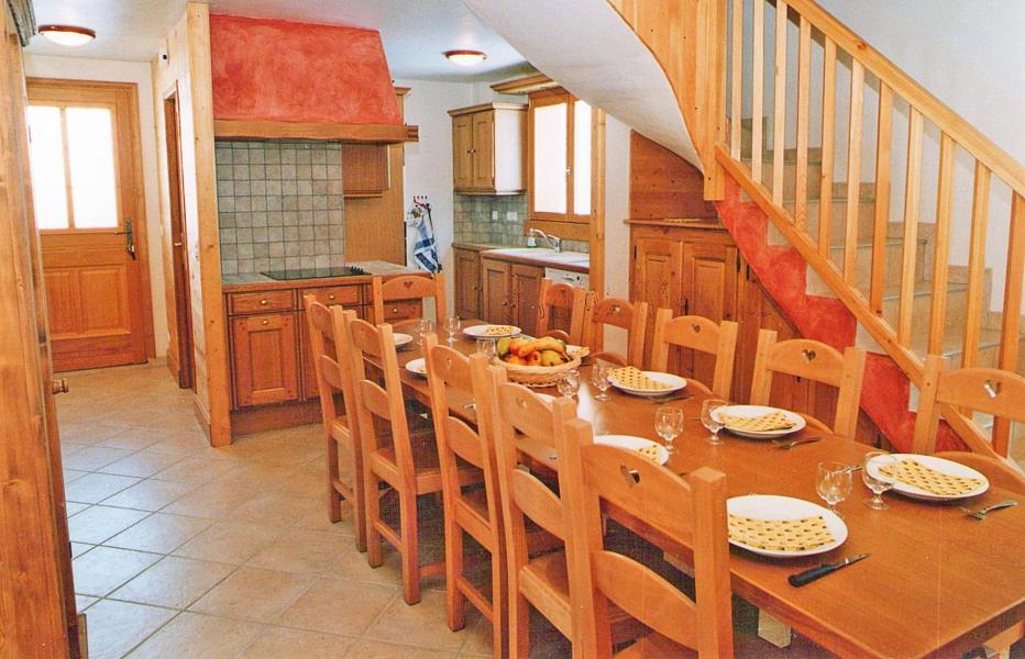 Holiday in mountain resort Chalet Paradis de St Martin - Saint Martin de Belleville - Dining area