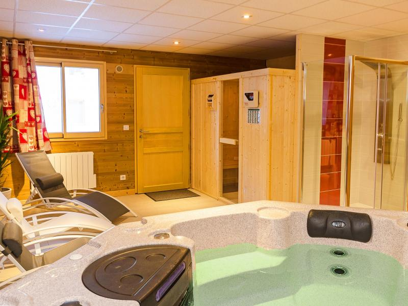 Holiday in mountain resort Chalet Perle des Trois Vallées - Les Menuires - Sauna