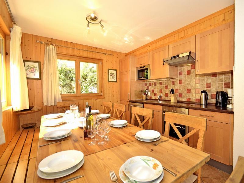 Holiday in mountain resort Chalet Pierina - La Tzoumaz - Dining area