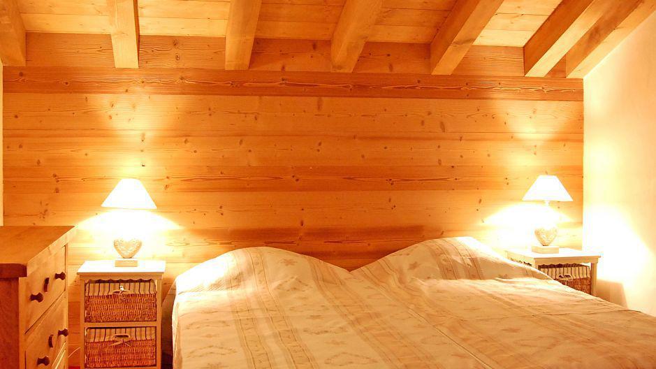 Holiday in mountain resort Chalet Saint Marc - Saint Martin de Belleville - Bedroom under mansard