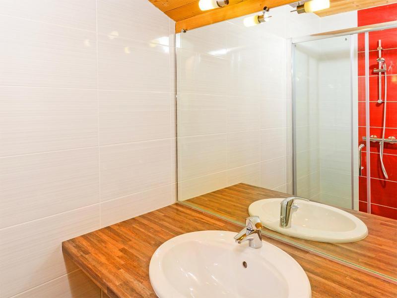 Holiday in mountain resort Chalet Ski Royal - Les Menuires - Wash-hand basin