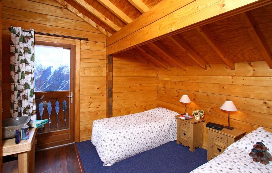 Vacances en montagne Chalet Soleil Levant - Les 2 Alpes - Chambre mansardée