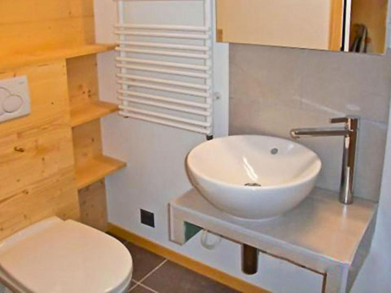 Holiday in mountain resort Chalet Sur Piste - Thyon - Separated WC