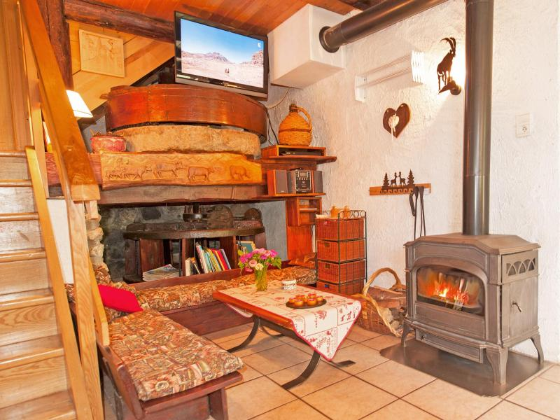 Holiday in mountain resort Chalet Vieux Moulin - Champagny-en-Vanoise - Living room