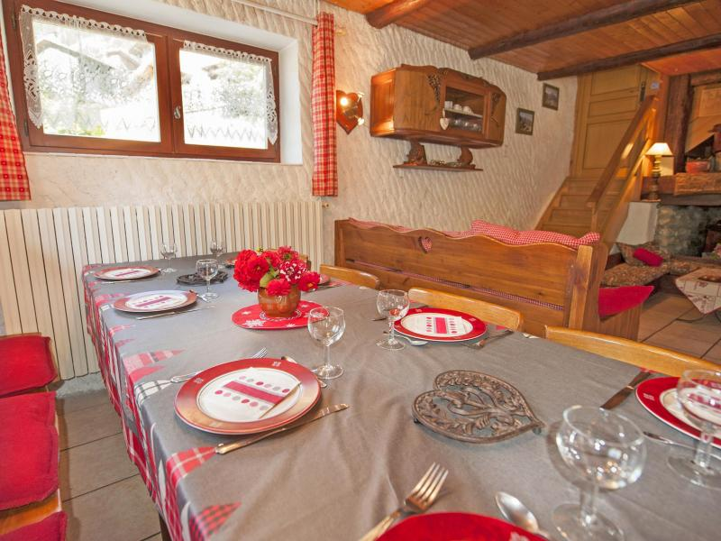 Holiday in mountain resort Chalet Vieux Moulin - Champagny-en-Vanoise - Table