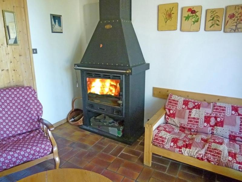 Holiday in mountain resort Chalet Vista Mont Blanc - Valmorel - Stove