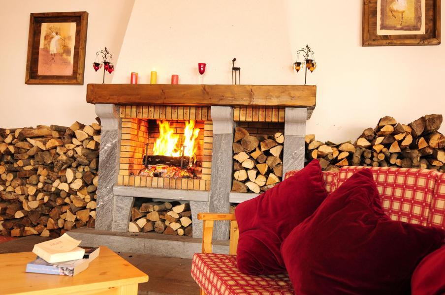 Urlaub in den Bergen Chalets les Marmottes - Saint Jean d'Arves - Kamin