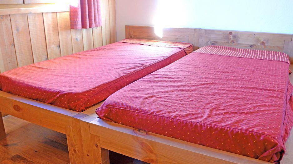 Holiday in mountain resort Chalets Violettes - Saint Martin de Belleville - Bedroom