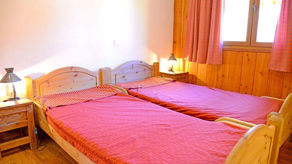 Holiday in mountain resort Chalets Violettes - Saint Martin de Belleville - Twin beds