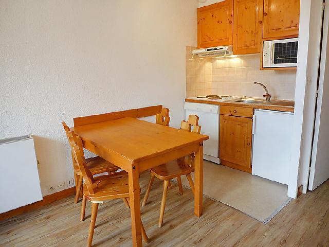 Holiday in mountain resort Studio sleeping corner 4 people (1) - Home Club - Tignes - Table
