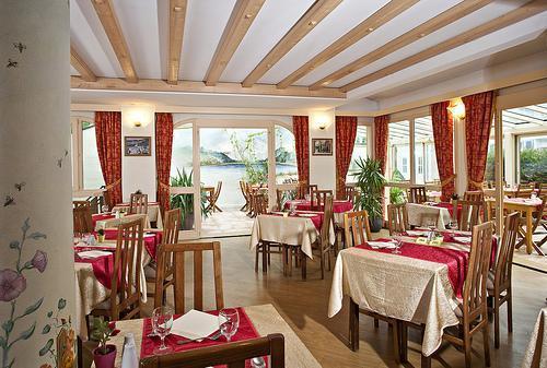 Holiday in mountain resort Hôtel Athéna - Brides Les Bains -