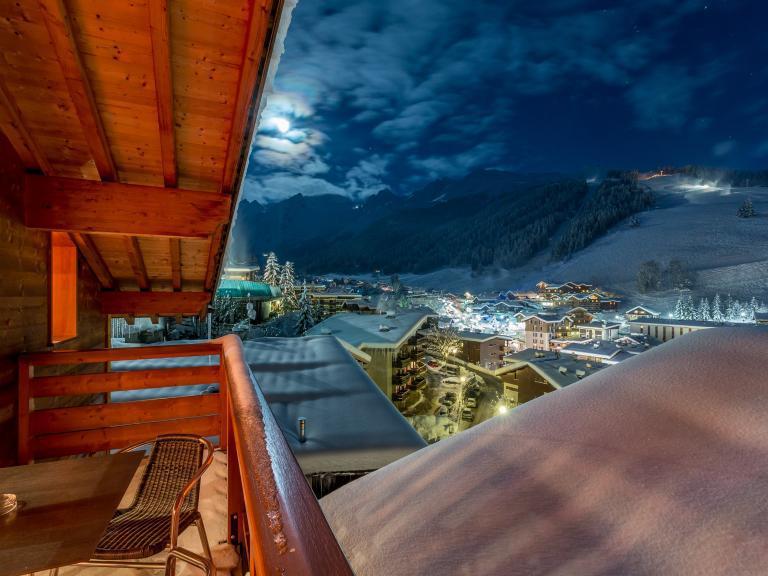 Holiday in mountain resort Hôtel Beaulieu - La Clusaz - Balcony