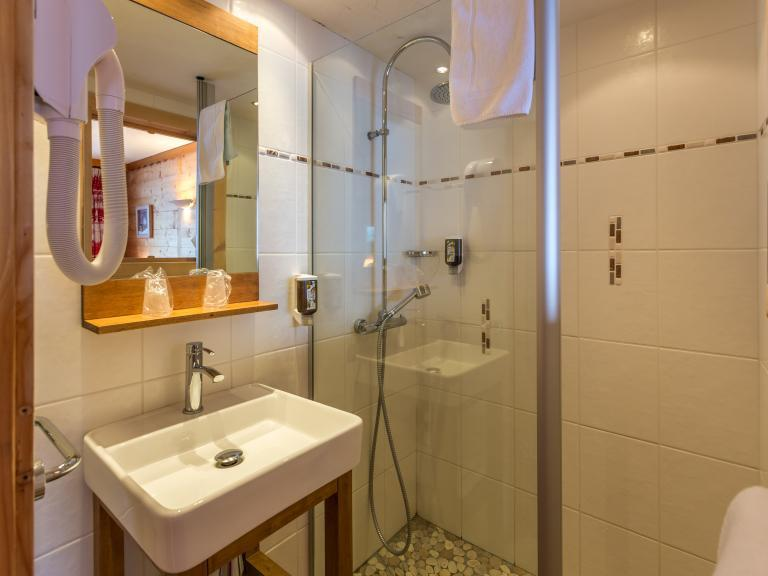 Holiday in mountain resort Hôtel Beaulieu - La Clusaz - Bathroom
