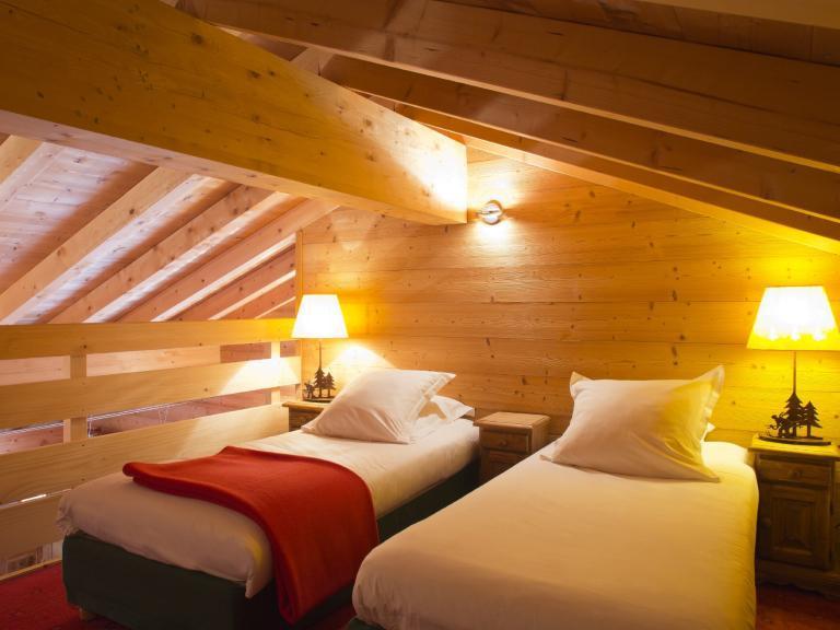 Holiday in mountain resort Hôtel Beaulieu - La Clusaz - Bedroom