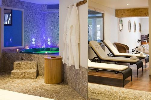 Holiday in mountain resort Hôtel Beaulieu - La Clusaz - Jacuzzi