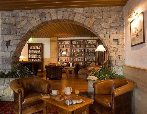 Holiday in mountain resort Hôtel Beaulieu - La Clusaz - Living room