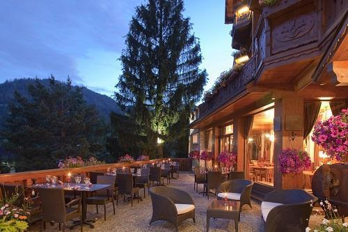 Location au ski Hôtel Carlina - La Clusaz - Extérieur été