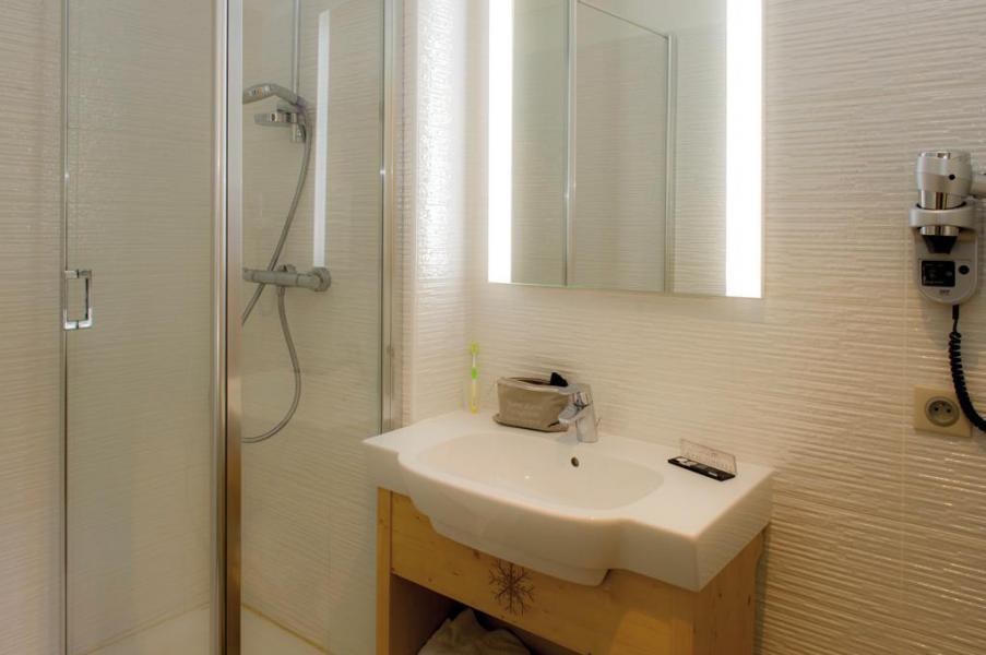Vacaciones en montaña Habitación 3 personas (Confort) - Hôtel Club Les Alpes d'Azur - Serre Chevalier - Cuarto de baño