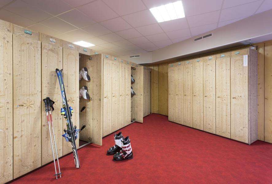 Holiday in mountain resort Hôtel Club MMV les Arolles - Val Thorens - Ski locker
