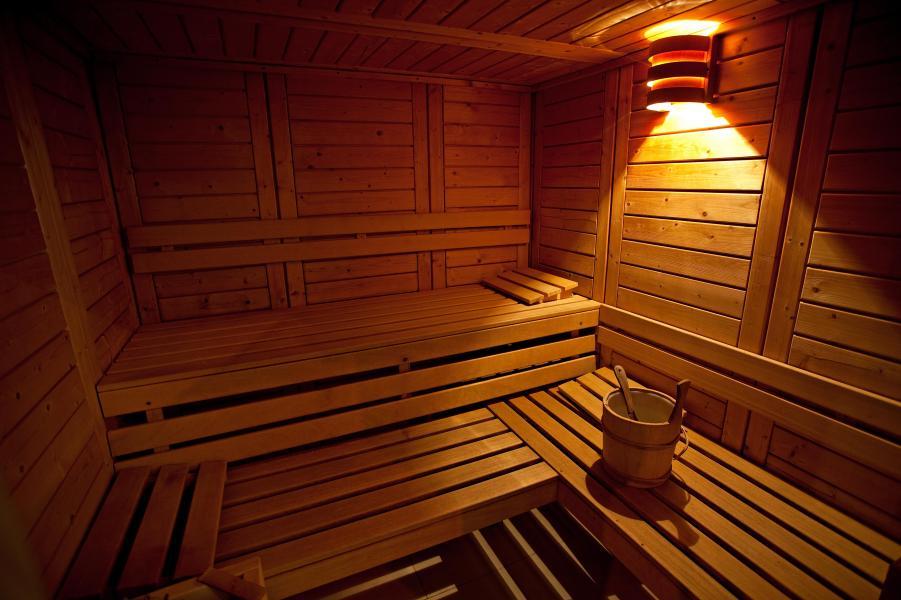 Holiday in mountain resort Hôtel Club MMV les Sittelles - Montalbert - Sauna
