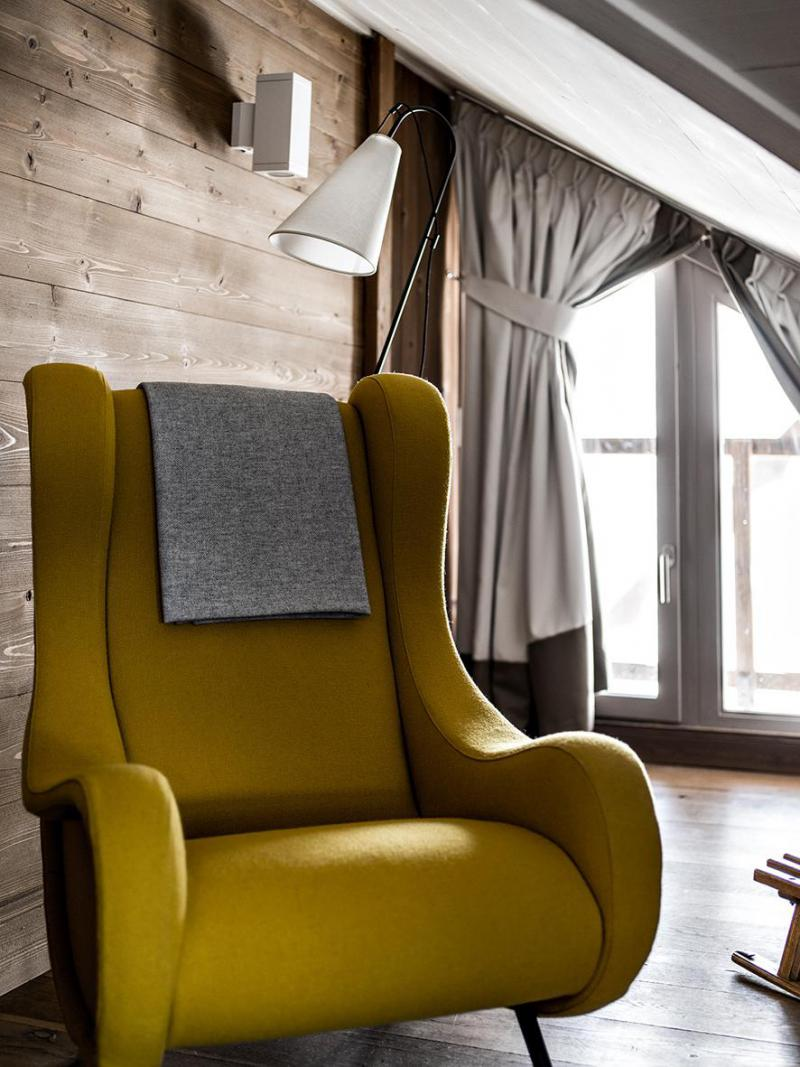 Holiday in mountain resort Suite 4 people (2 adults + 2 children -16yo) - Hôtel des 3 Vallees - Courchevel - Armchair