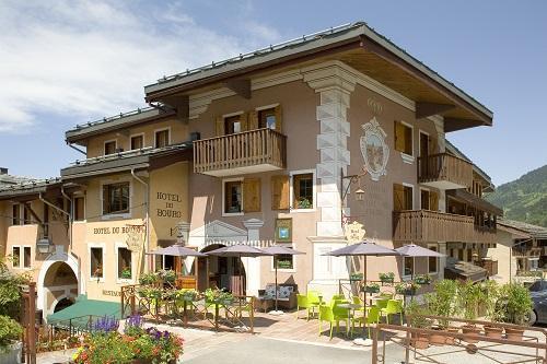 Vacances en montagne Hôtel du Bourg - Valmorel - Extérieur été