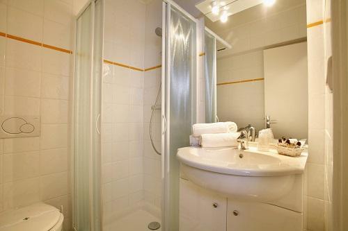 Urlaub in den Bergen Hôtel Eliova l'Eau Vive - Châtel - Badezimmer