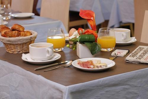 Holiday in mountain resort Hôtel Eliova le Génépi - Méribel -