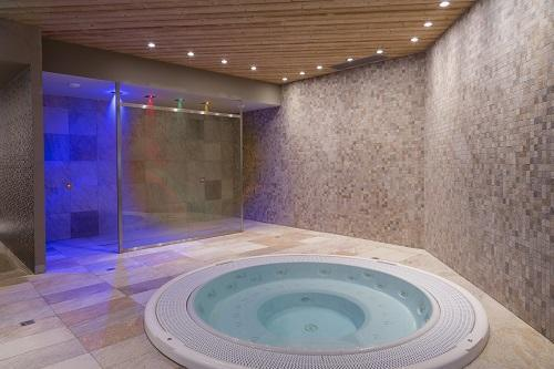 Urlaub in den Bergen Hôtel Koh I Nor - Val Thorens - Whirlpool