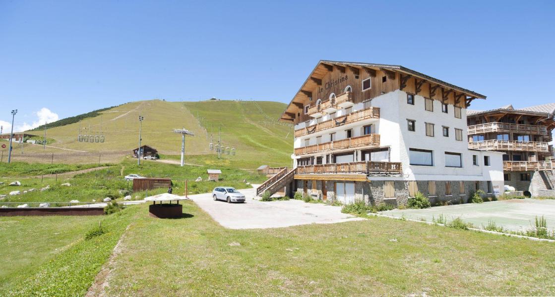 Location au ski Hôtel le Christina - Alpe d'Huez - Extérieur été