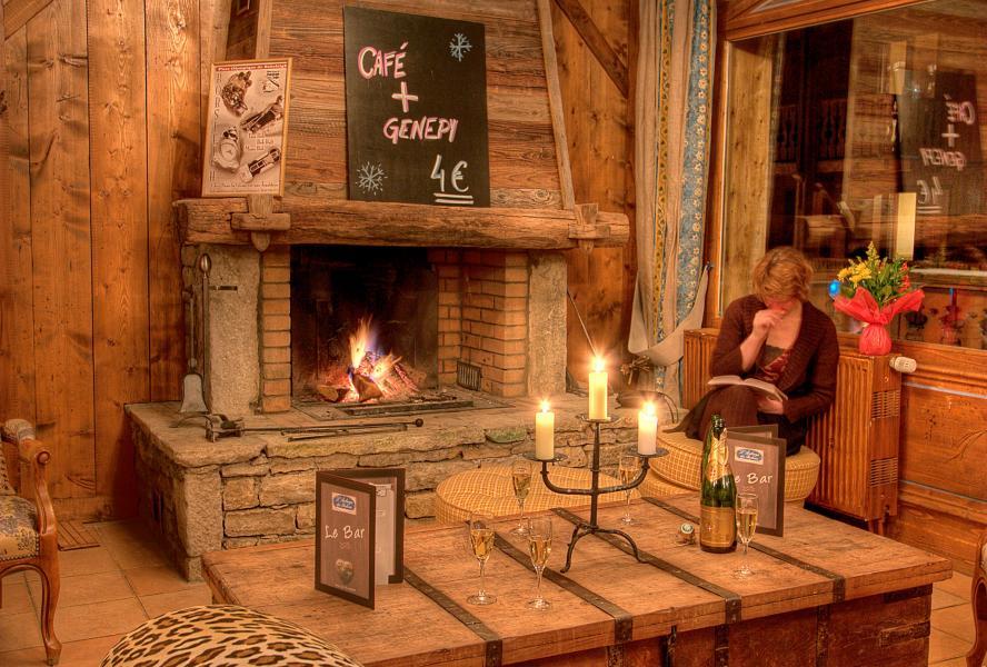 Holiday in mountain resort Hôtel les Balcons Village - La Plagne - Fireplace