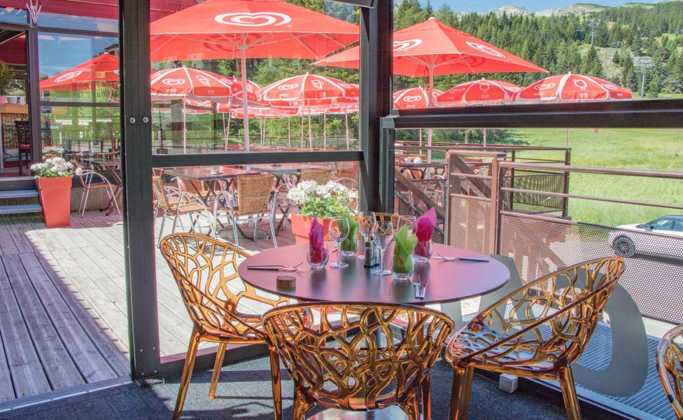 Holiday in mountain resort Hôtel les Chardonnelles - Superdévoluy - Summer outside