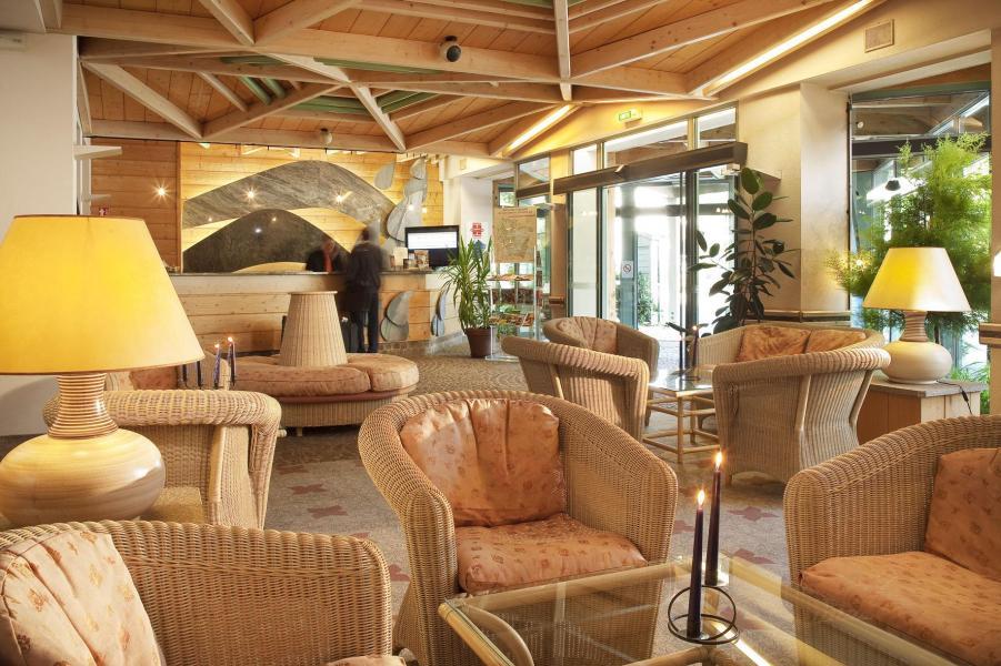 Holiday in mountain resort Hôtel les Vallées - La Bresse - Reception