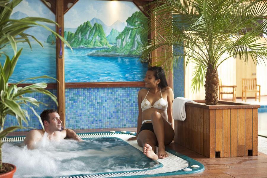Urlaub in den Bergen Hôtel les Vallées - La Bresse - Whirlpool