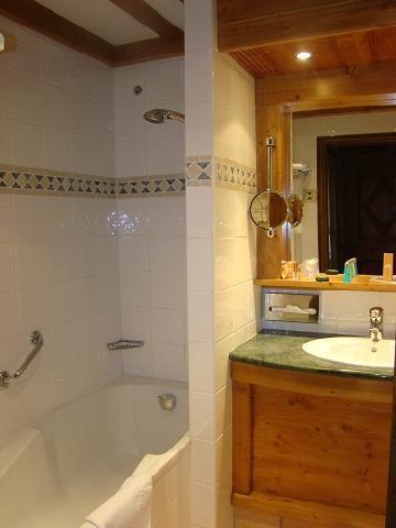 Holiday in mountain resort Hôtel Mont Vallon - Méribel-Mottaret - Bathroom