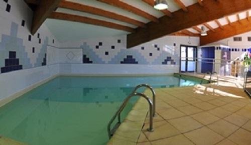 Hotel suite home briancon partir de 364 location for Briancon piscine