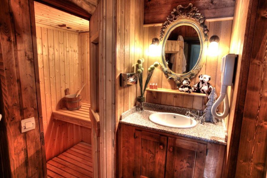 Holiday in mountain resort Hôtel Village Montana - Tignes - Wash-hand basin
