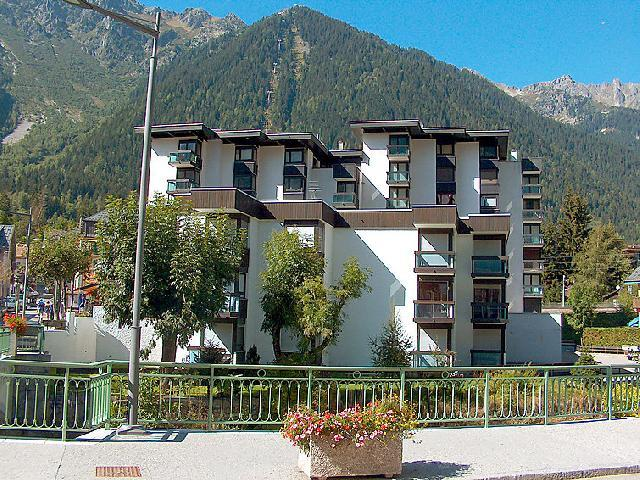 Holiday in mountain resort 1 room apartment 2 people (2) - L'Aiguille du Midi - Chamonix - Summer outside