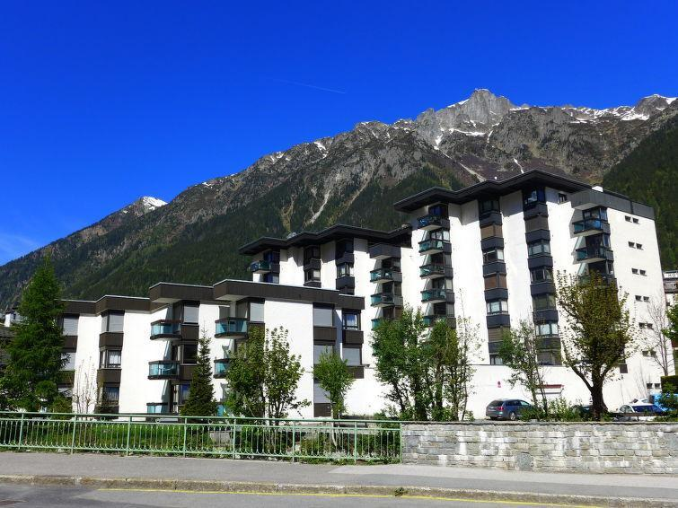 Holiday in mountain resort L'Aiguille du Midi - Chamonix - Summer outside