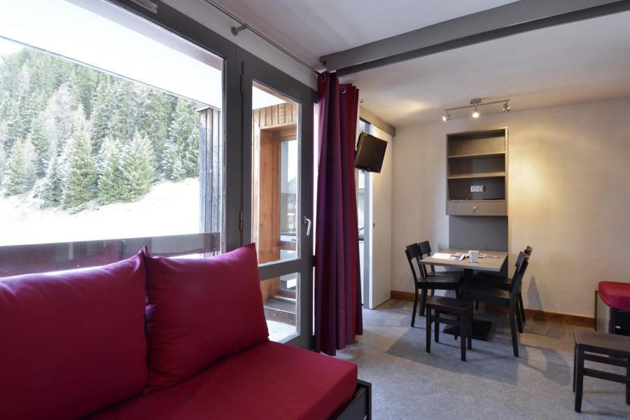 Holiday in mountain resort Studio 4 people (220) - La Résidence 3000 - La Plagne