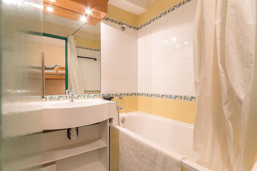 Holiday in mountain resort Studio sleeping corner 4 people (313) - La Résidence Boëdette - Les Menuires - Bath-tub