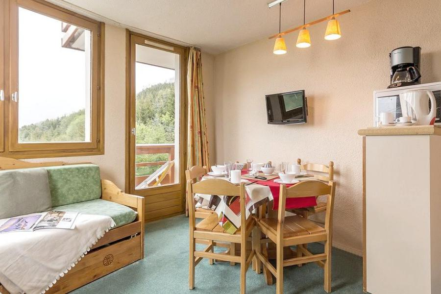 Holiday in mountain resort Studio sleeping corner 4 people (313) - La Résidence Boëdette - Les Menuires - Table