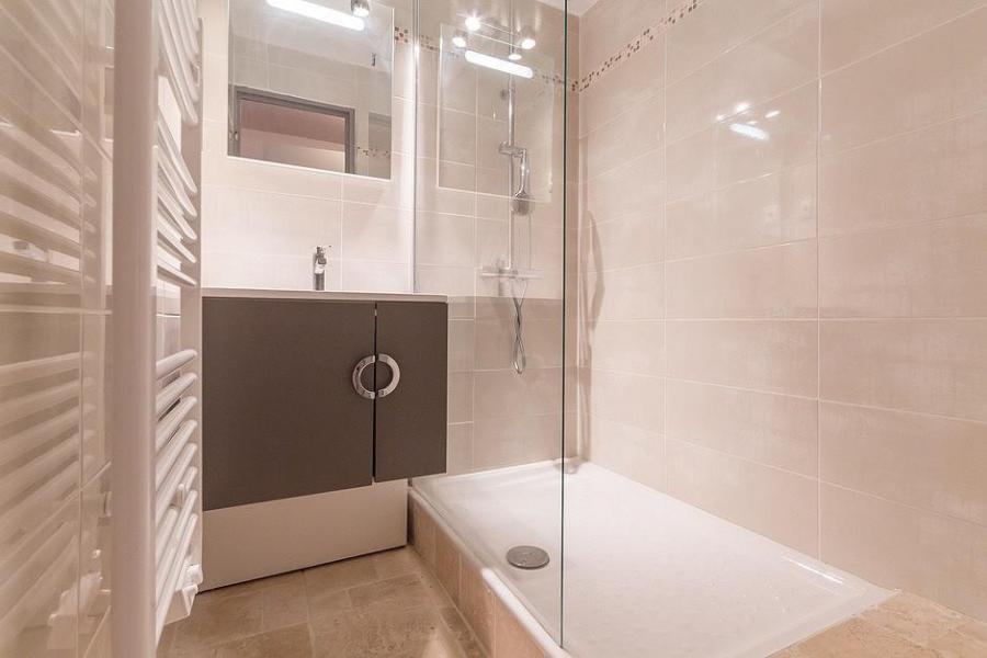 Holiday in mountain resort Studio sleeping corner 4 people (809) - La Résidence Boëdette - Les Menuires - Shower