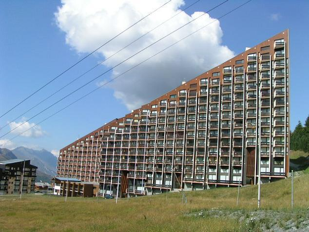 Vacances en montagne La Résidence Caron - Les Menuires - Extérieur été