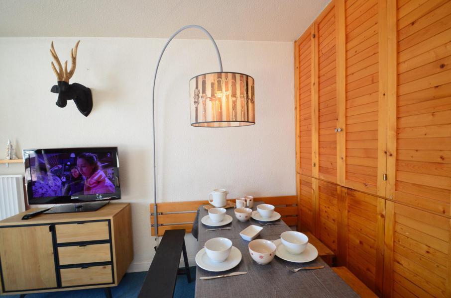 Vacances en montagne Appartement 2 pièces 4 personnes (223) - La Résidence Chavière - Les Menuires - Table