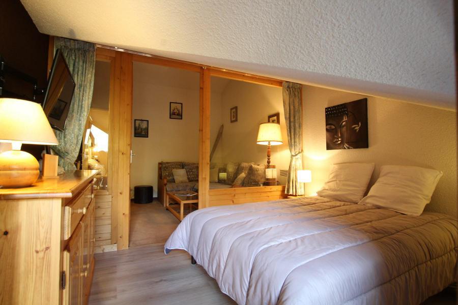 Holiday in mountain resort 4 room duplex apartment 6 people (A43) - La Résidence Ferme d'Augustin - Montgenèvre - Bedroom under mansard